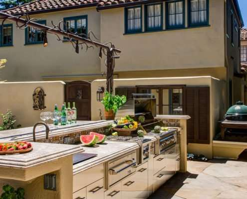 outdoor kitchen grill with exterior of the house